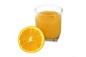 Специалисты не рекомендуют давать детям фруктовый сок с утра