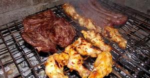 Онкологи категорически запретили увлекаться мясными деликатесами