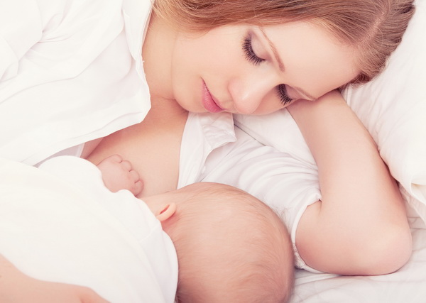 Медики разобрались с риском передачи коронавируса от матери ребенку