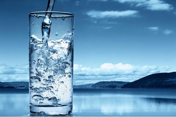 Большинство людей даже не подозревает, насколько важна вода для организма
