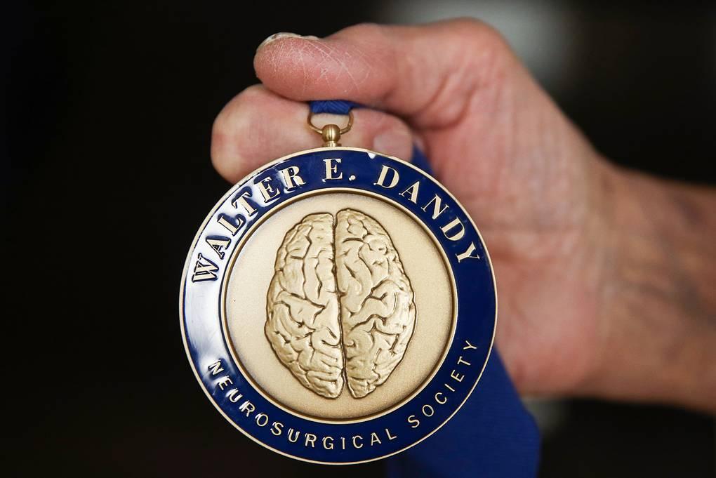 Медаль Нейрохирургического общества имени Уолтера Э. Денди  Валерий Шарифулин/ТАСС