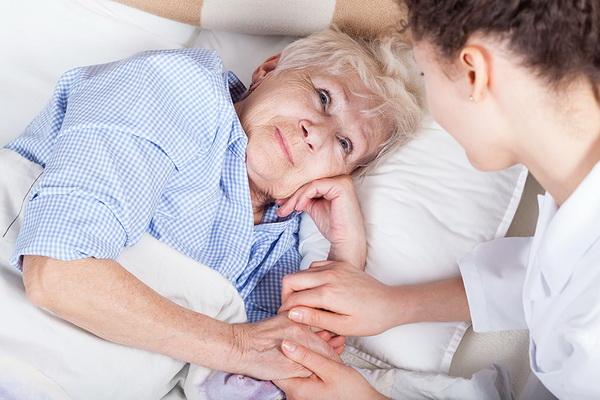 Как снизить риск физической слабости у пожилых женщин, рассказали медики