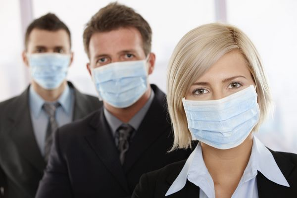 Люди с антителами к COVID-19 все еще могут заражать других