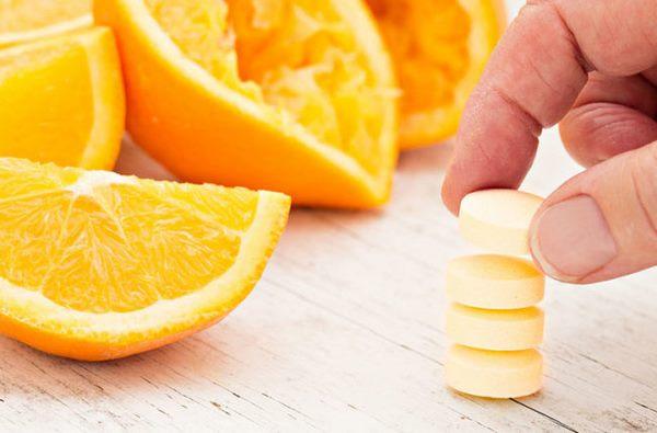 Кровоизлияния и кровоточивость десен - признаки дефицита важного витамина